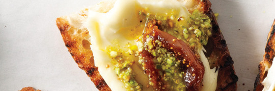 pickled-fig-robiola-and-pistachio-oil-crostini-6461